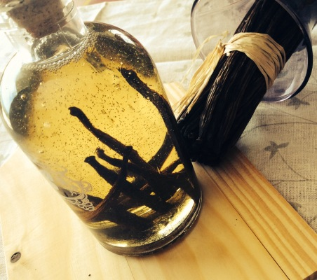 vanilla macerated in oil for natural DIY cosmetics recipes