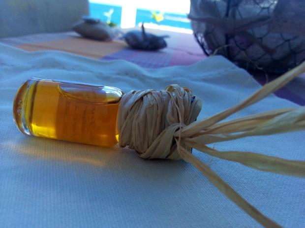essential oils for diy hair mask against dandruff