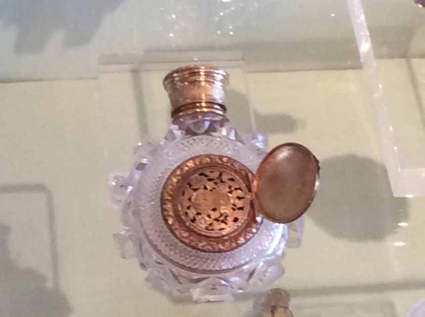Cristal and vermeil antic perfume bottle photography