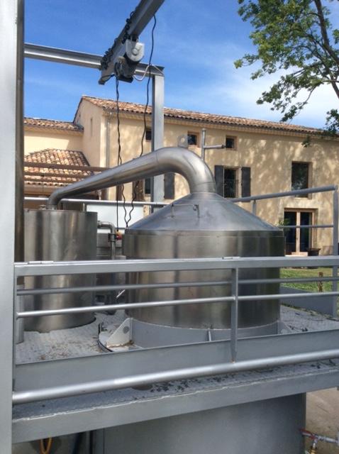 distillation-of-essential-oil-an-art